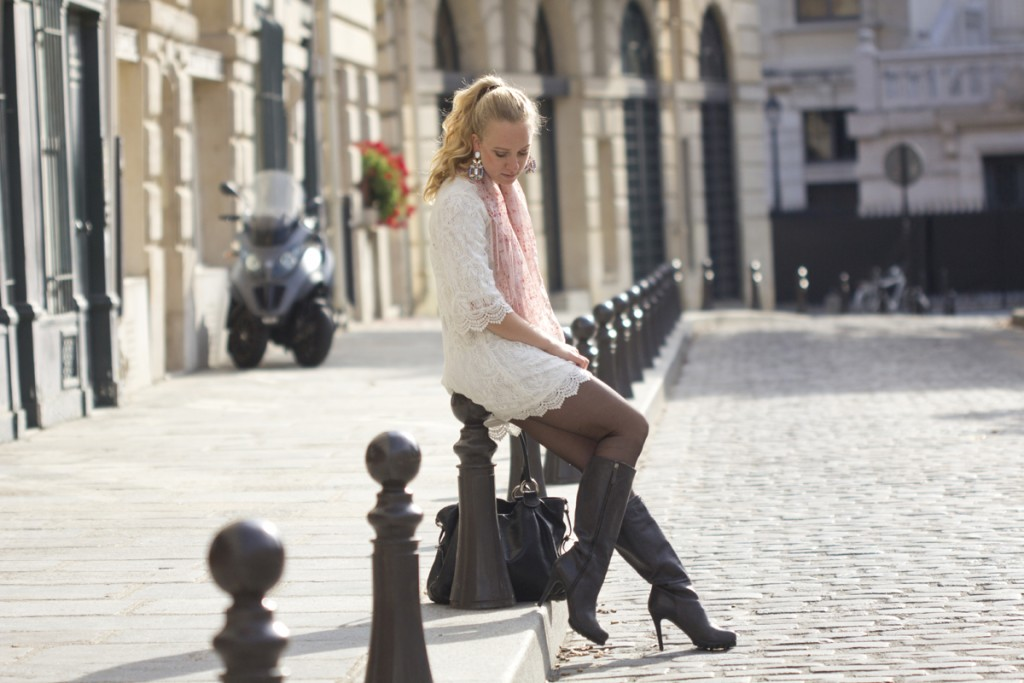 Lace dress at Place Dauphine - The Golden Bun | wwww.thegoldenbun.com