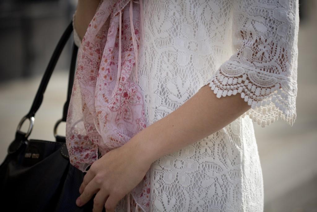Lace dress at Place Dauphine - The Golden Bun | wwww.thegoldenbun.com