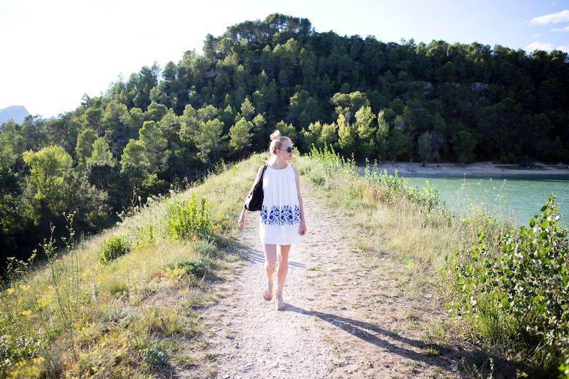 Lac de Cécélés, Montpellier, Chicwish Ethereal Dress in white blue, flowing summer dress, Chicwish, travelling, The Golden Bun, Travelblog