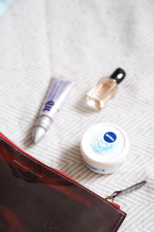 The Golden Bun - what's in my travel bag, Kurt Geiger, Urban Decay, Sí by Giorgio Armani, Nivea Soft