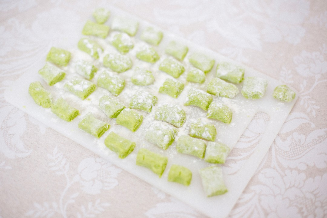 Spring recipe | Wild garlic gnocchi with green asparagus