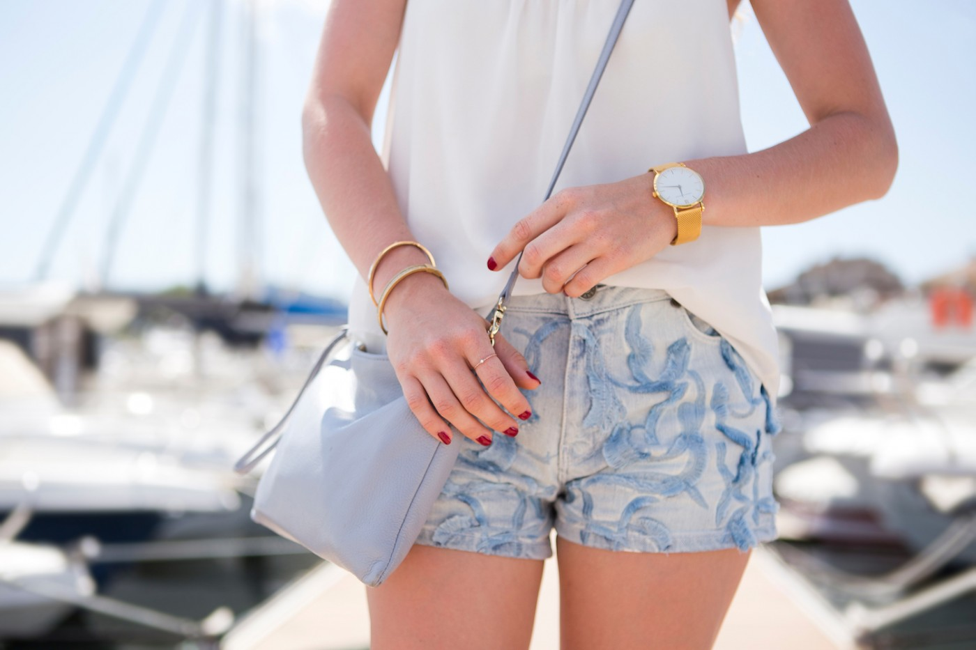 <i>Au port de Porto-Vecchio</i> | new <b>Larsson &#038; Jennings</b> watch and <b>Sandro</b> jeans shorts