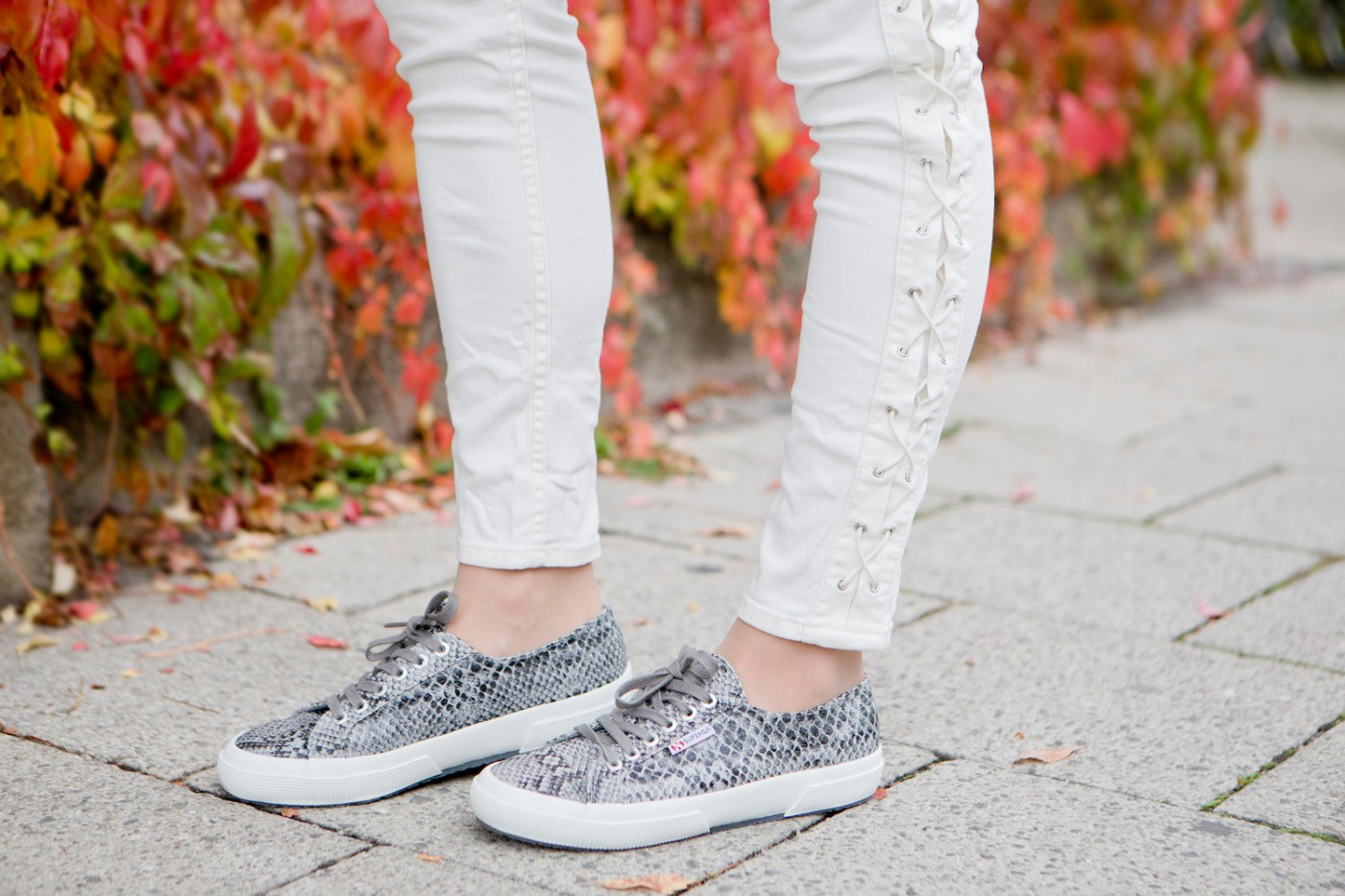 More and More, snake pring sneakers Superga, grey look, grey inspiration