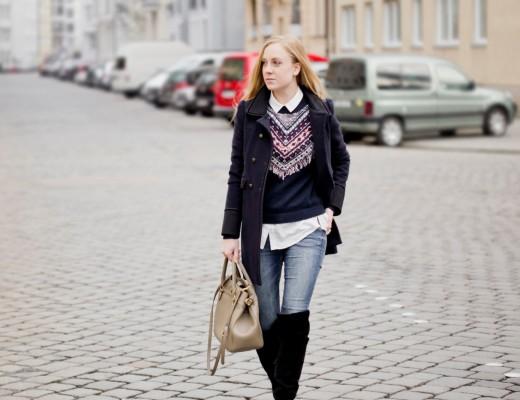 winter look inspiration - fringe pullover oasis black suede overknees blogger 1