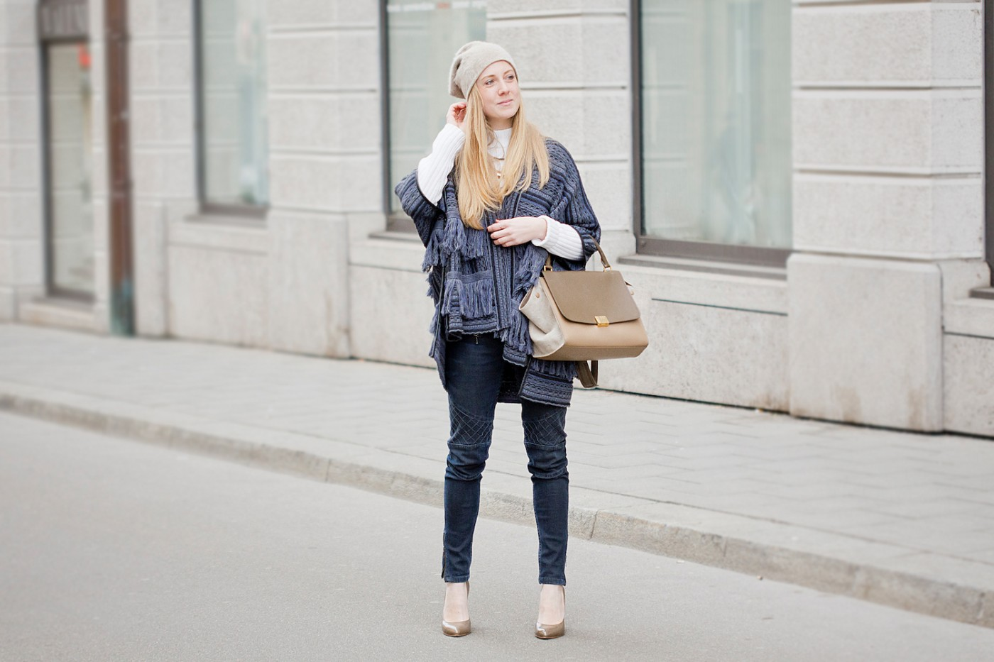 fringe poncho manila grace, donna piu scarpe shoes, beanie, winter look with poncho, The Golden Bun | München Modeblog, German Fashion Blog, Fashionblogger, new trends