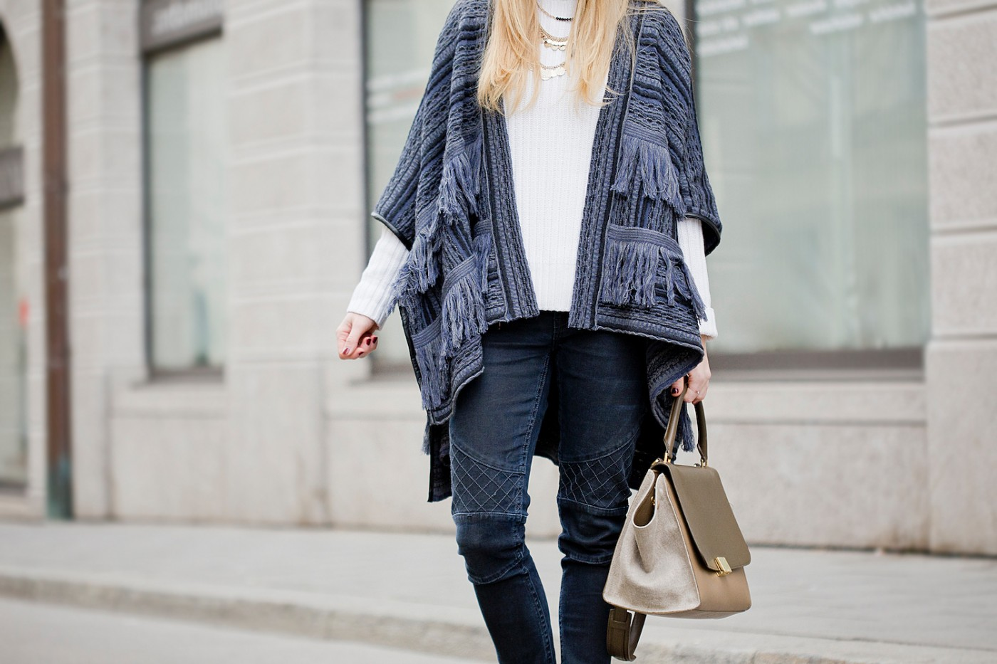 fringe poncho manila grace, donna piu scarpe shoes, beanie, winter look with poncho, The Golden Bun   München Modeblog, German Fashion Blog, Fashionblogger, new trends