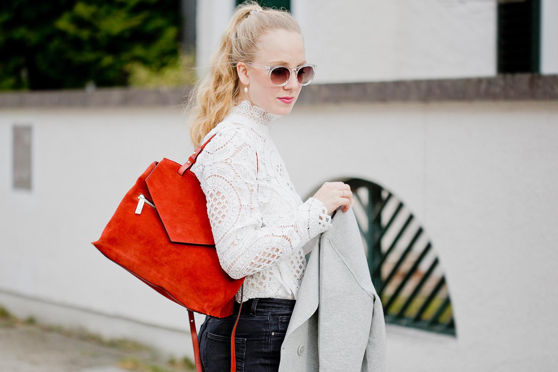 Self Portrait lace blouse, Coccinelle Sophie Chianti bag, The Golden Bun | München Modeblog, German Fashion Blog, Fashionblogger, new trends