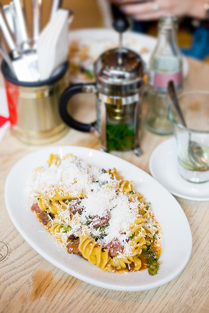 restaurants in munich italian lunch at oh julia. Black Bedroom Furniture Sets. Home Design Ideas