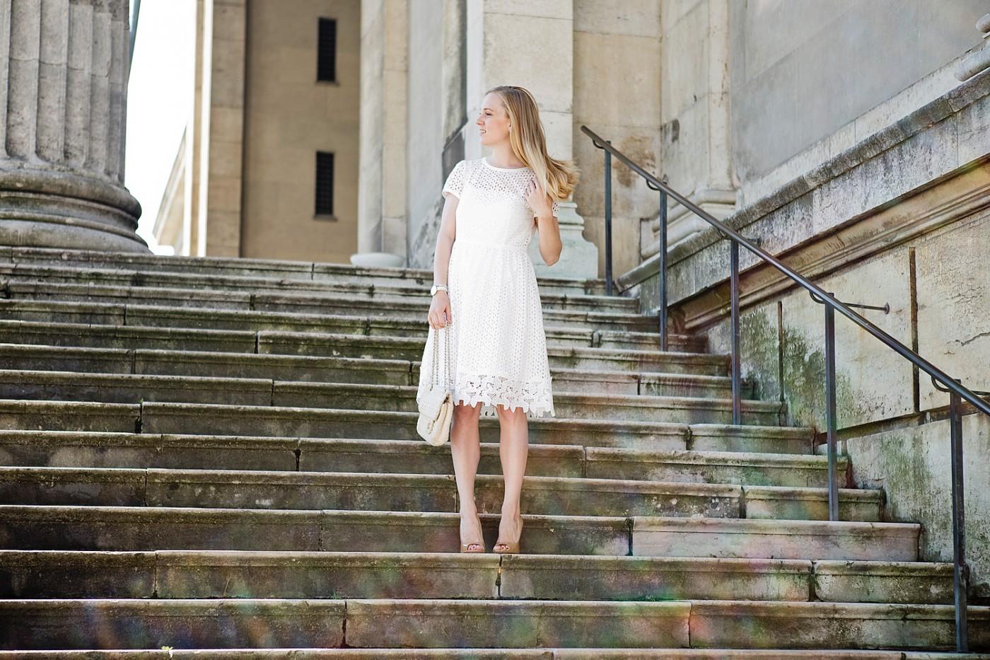 weißes Spitzenkleid hallhuber giuseppe zanotti high heels