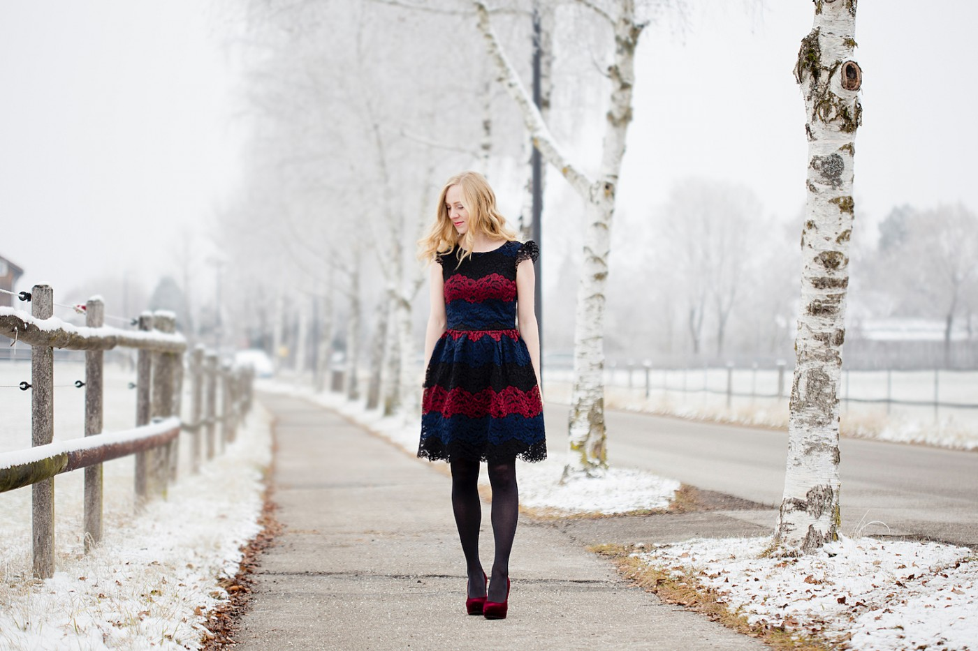 Christmas outfit, Christmas look, festive look, Weihnachtslook, mint & berry freizeitkleid _ red velvet pumps