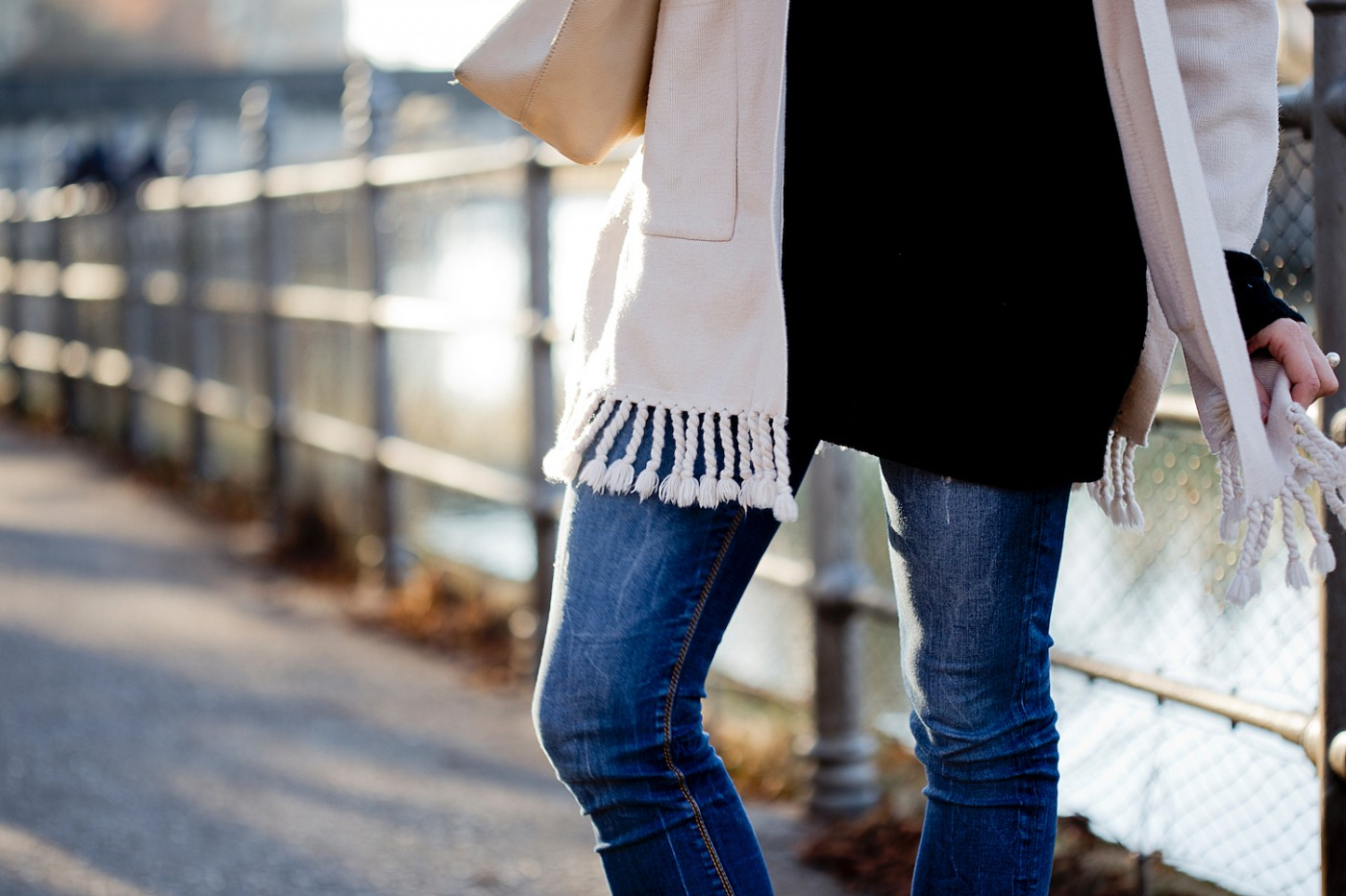 sarenza western fever boots, sarenza boots, chicwish fringe cardigan, patrizia pepe tote, the golden bun