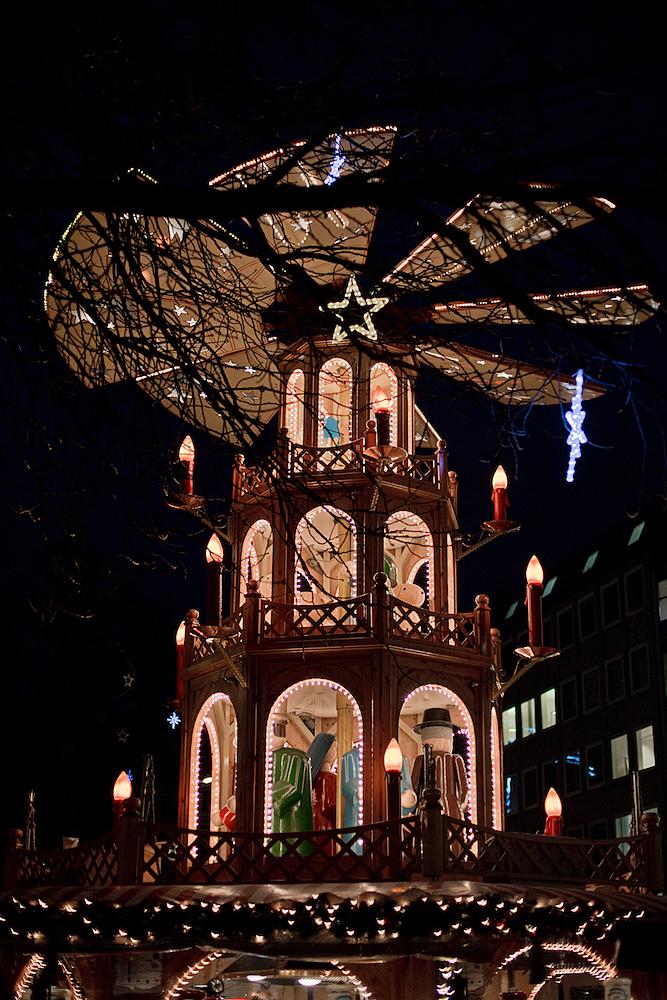 münchner christkindlmarkt, dachterrasse oberpollinger, rahmfleckerl, honignougat, weihnachtsleberkäs, glühbier, crambambuli