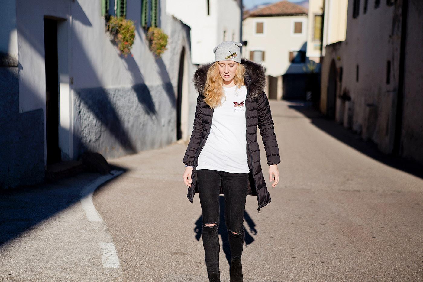 black Duvetica jacket _ Duvetica Daunenjacke _ Internodiciotto _ Sarenza Stiefel _ jeans mit zerrissenen Knie