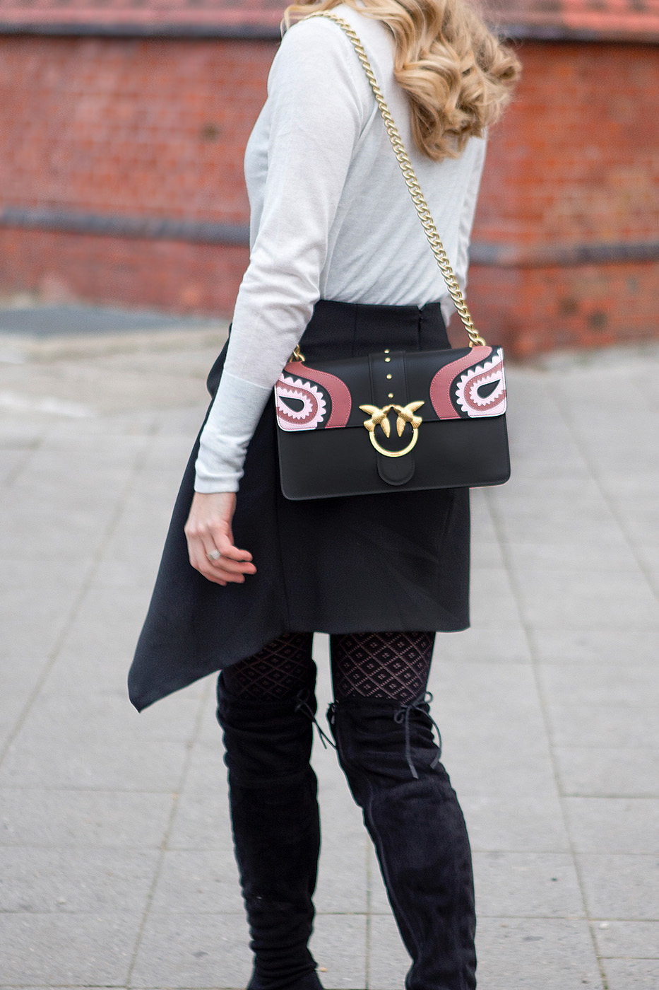 pinko bag, trendy zara skirt, calzedonia tights, black suede leather overknees