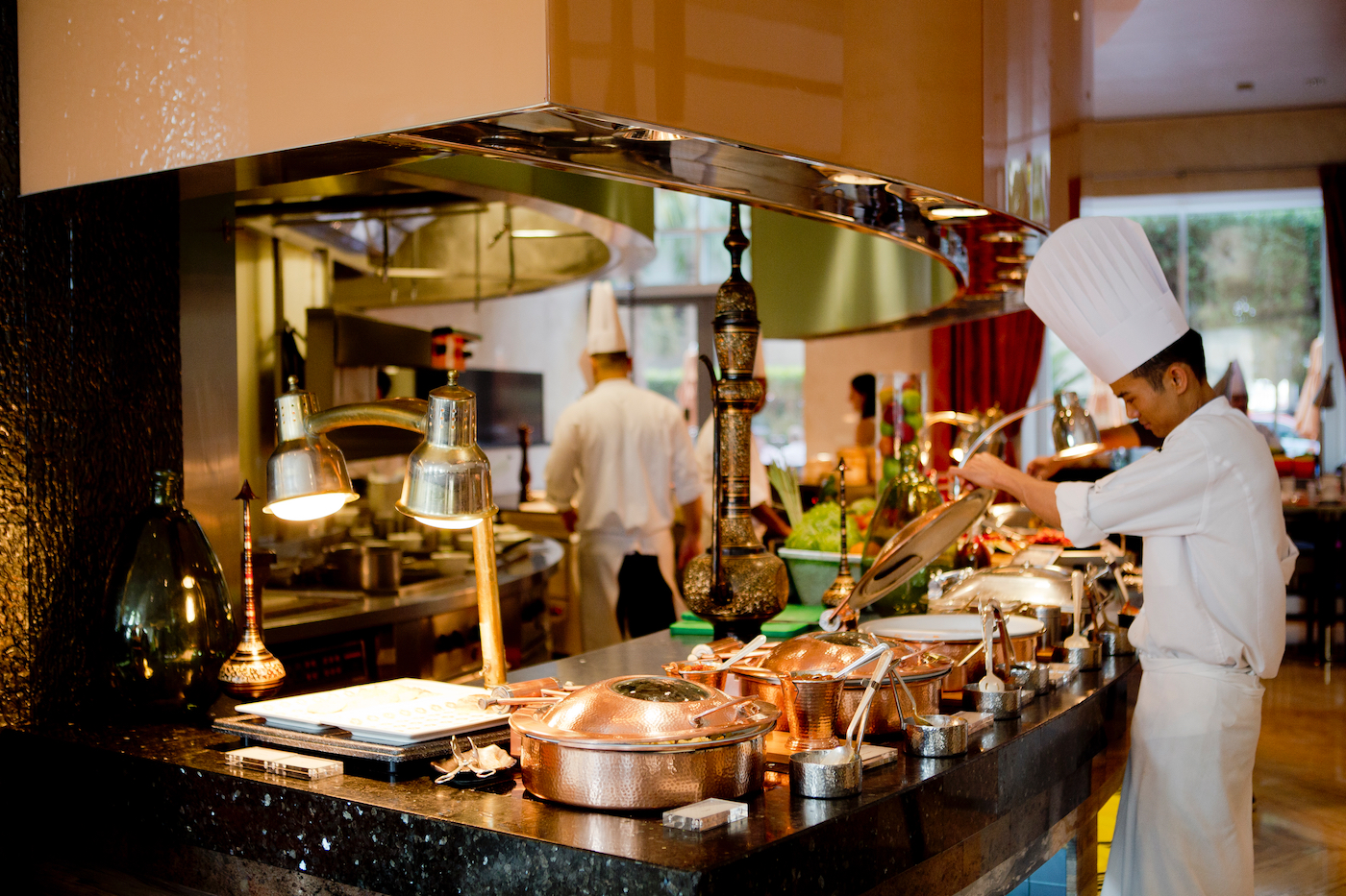 Buffet in dubai hotels for Dubai finest hotel