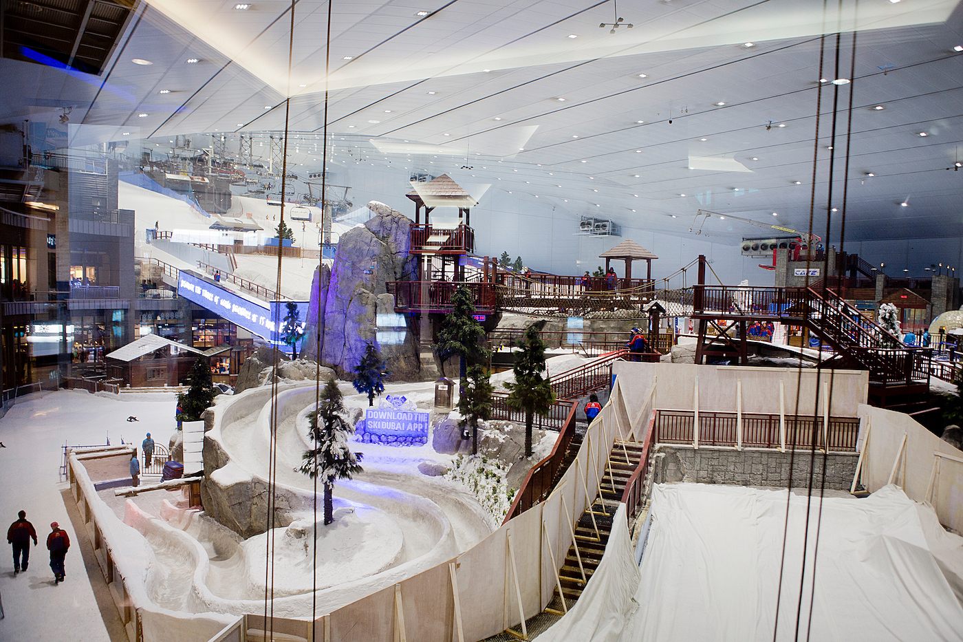 one week in Dubai _ visit dubai _ UAE _ VAE _ visit united arab emirates _ Emirates Mall _ skiing Emirates Mall