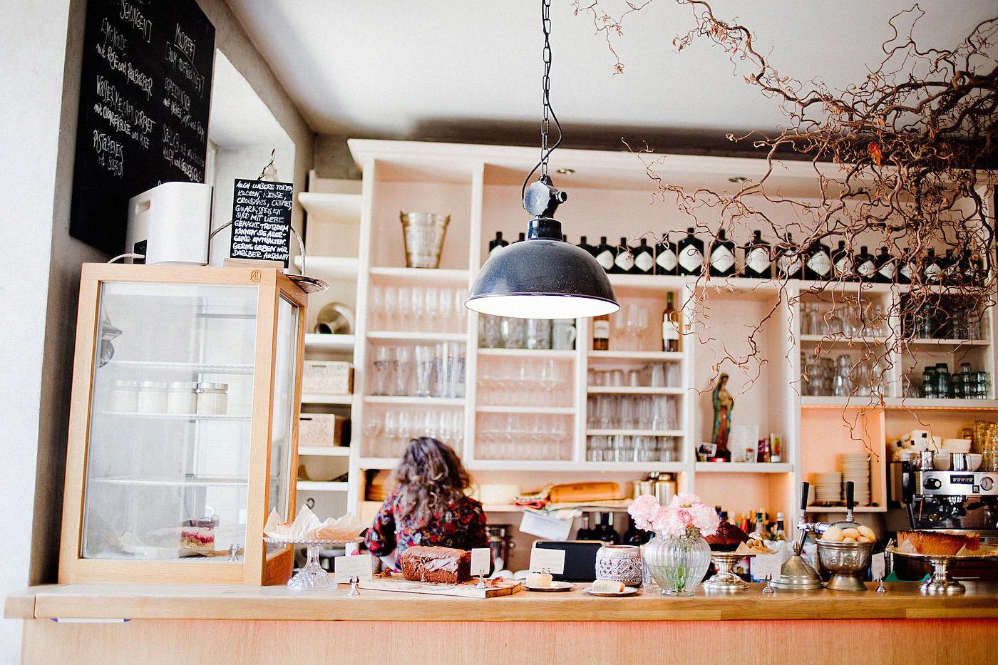 caf s in munich breakfast at das maria. Black Bedroom Furniture Sets. Home Design Ideas