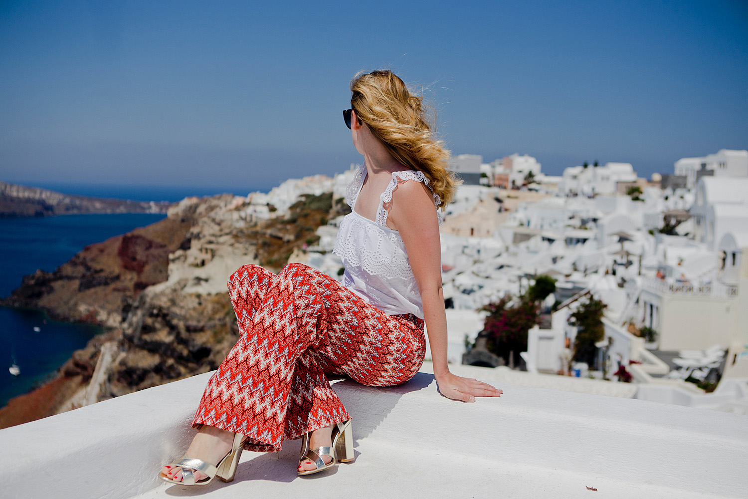 the golden bun | outfit santorini, palazzo pants, embroidered top where to take pictures on Santorini