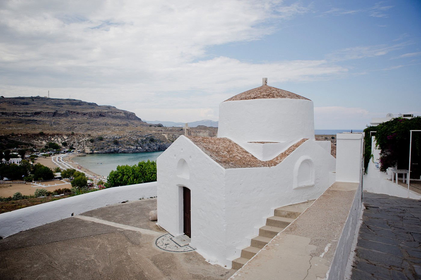 thegoldenbun.com | Rhodos urlaub, beach guide Rhodes, Megali Paralia beach Lindos,
