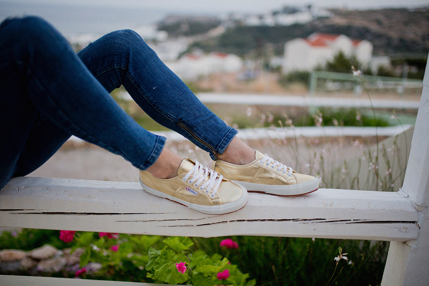 thegoldenbun.com | seafolly top, superga gold, guess jeans