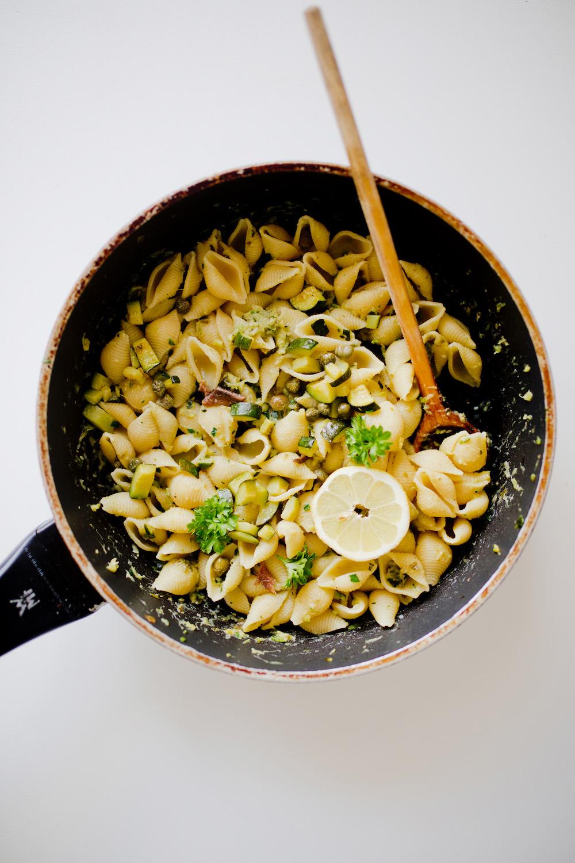 Einladen ist das neue ausgehen – amaro averna drinks - Averna Sour | www.thegoldenbun.com