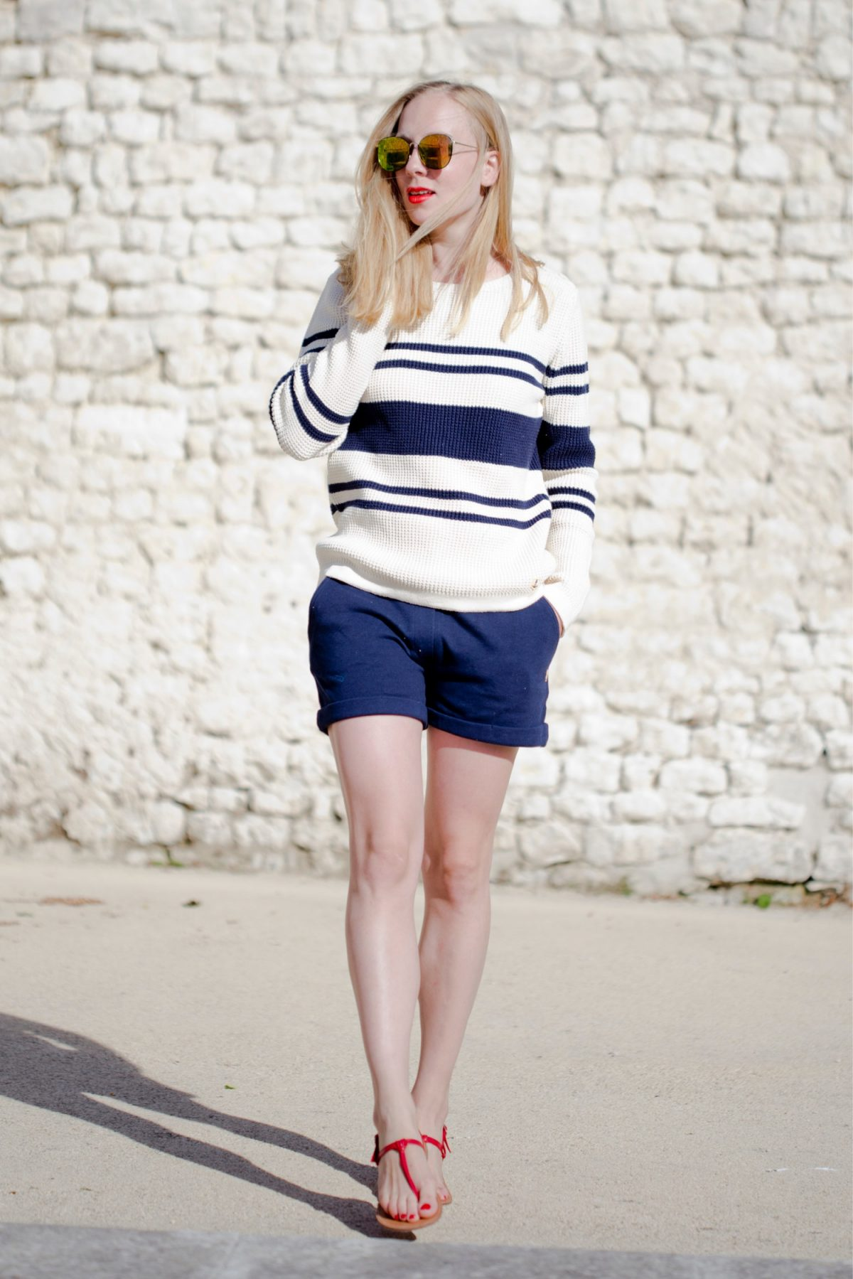 www.thegoldenbun.com | look with armox lux sweater armor lux pullover summer pullover portrait