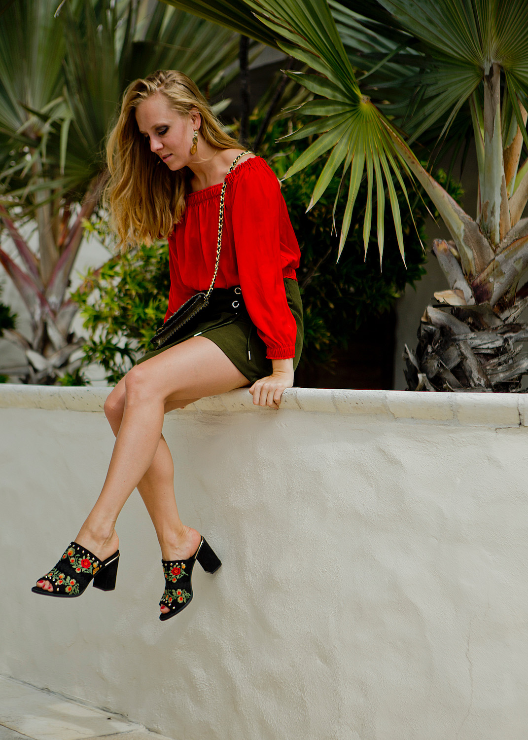 www.thegoldenbun.com   summer look with mules, red off shoulder top