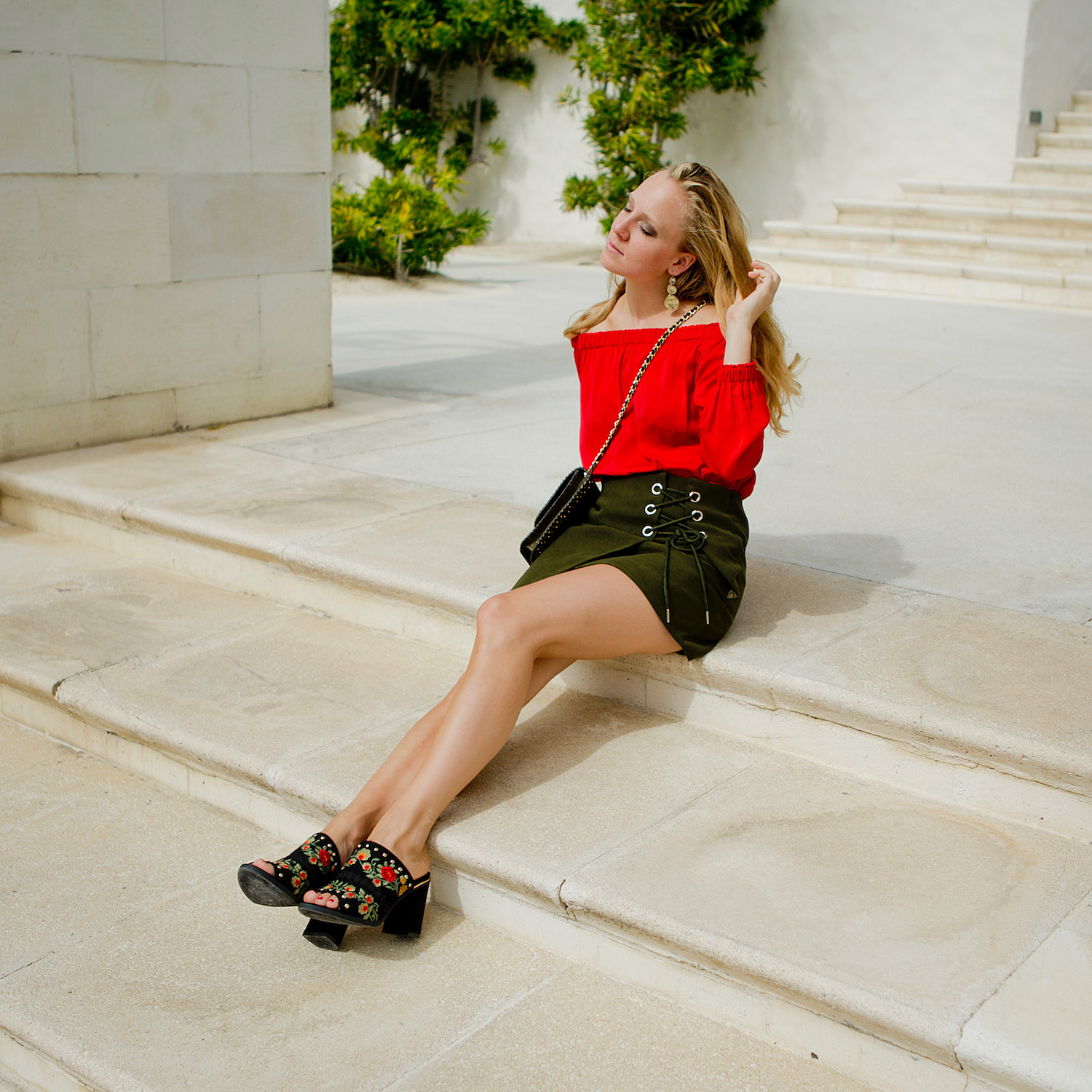 www.thegoldenbun.com | summer look with mules, red off shoulder top