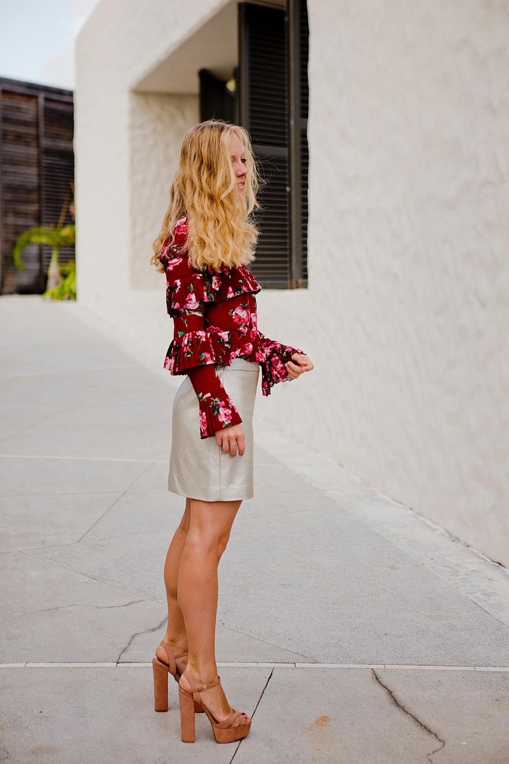 Late summer look with floral autumn blouse metallic skirt 1