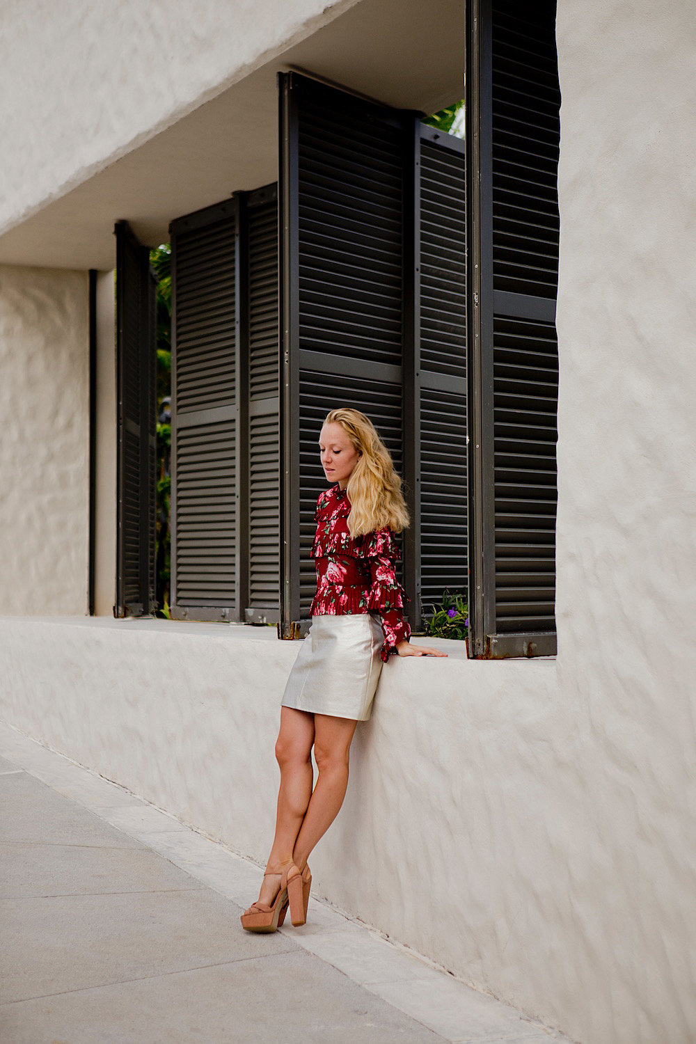 Late summer look with floral autumn blouse metallic skirt