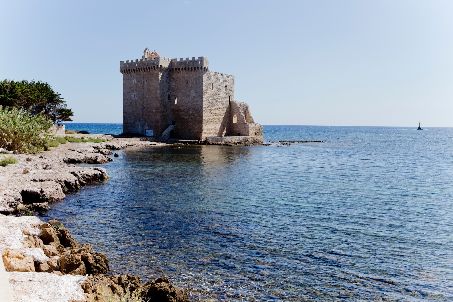 Cote d'azur in september_cannes_ile saint honorat