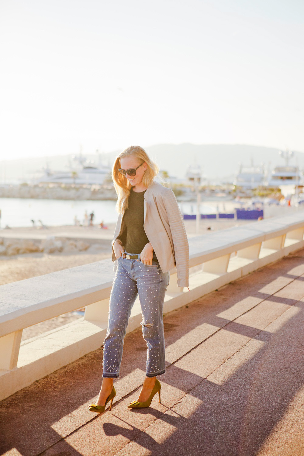 Fashion blogger munich, münchen fashion blogger Look with hm pearl jeans with pearls, Outfit mit HM perlenjeans beige Lederjacke