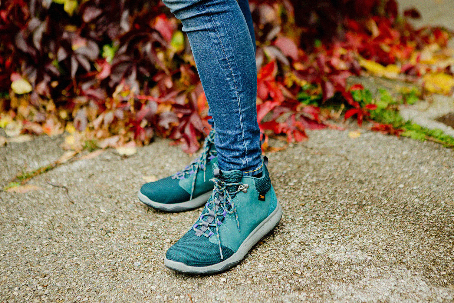 Never feeling blue Teva Arrowood Mid WP W's in Deep Teal