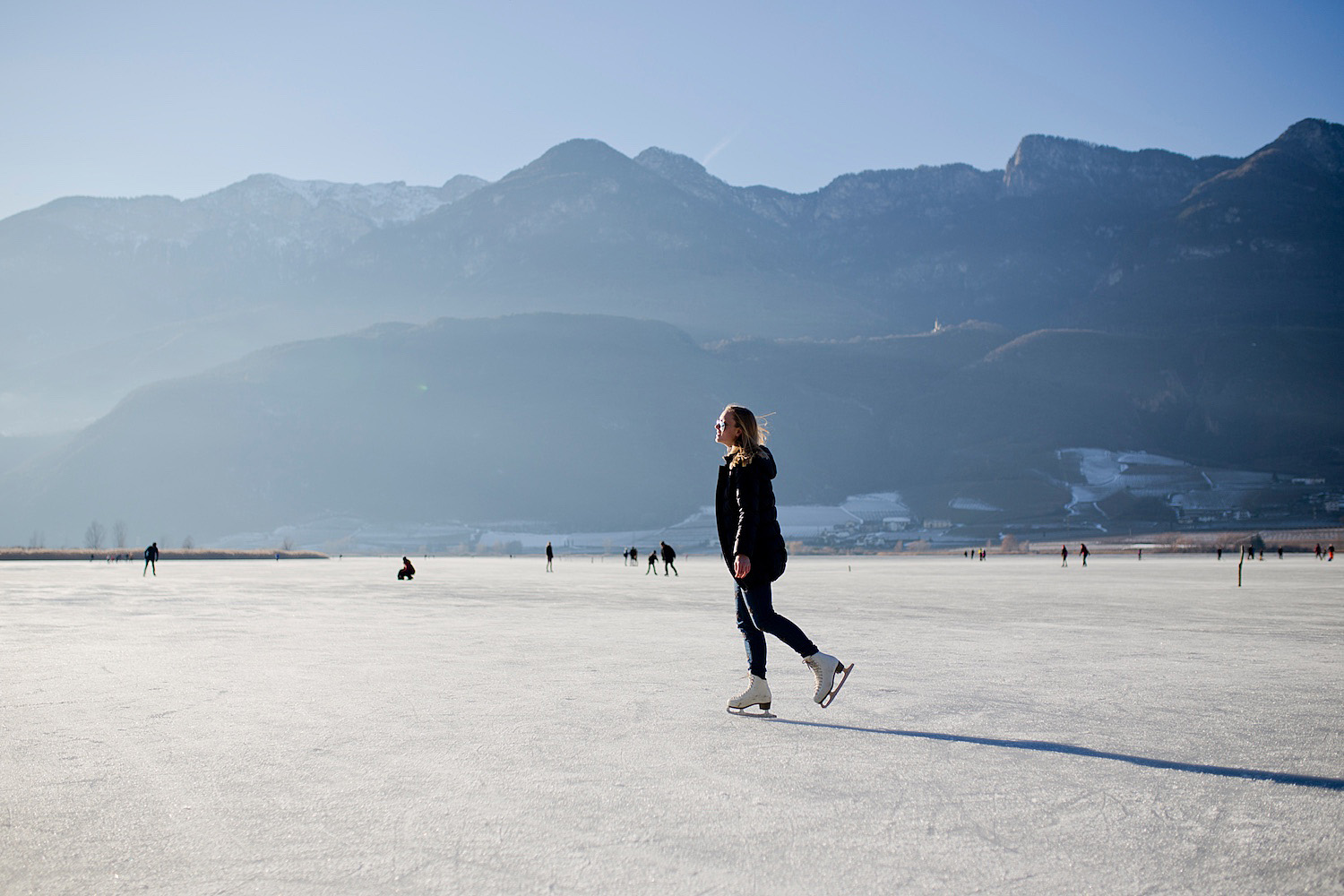 <em>Winter holidays in South Tyrol</em><br>Ice skating on Kalterersee