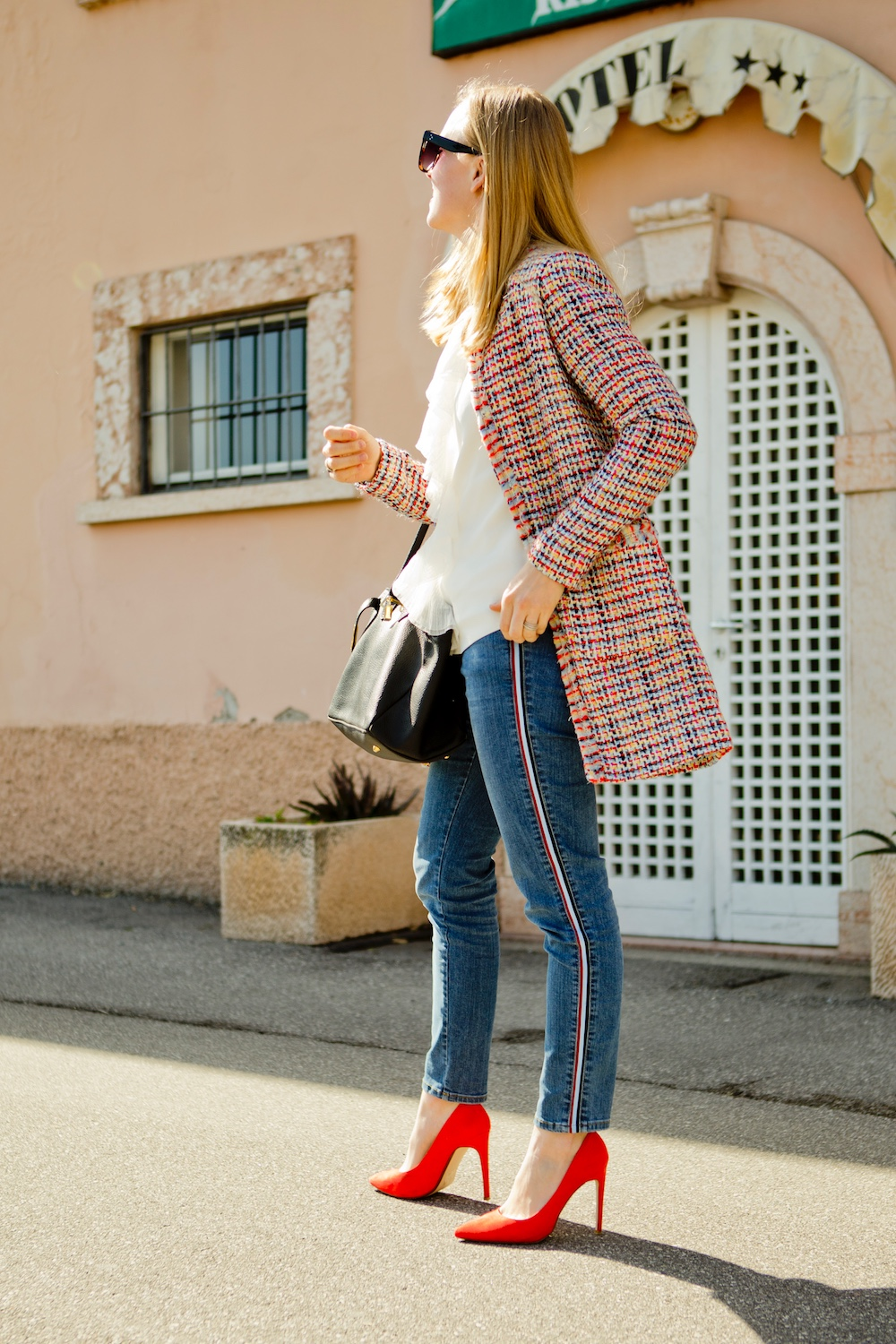 jeans with side stripes, red pumps, bouclé jacket more & more
