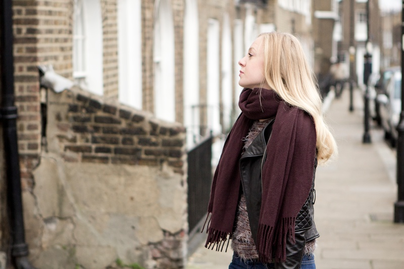 Out and about in London // Black leather jacket and a bordeaux Acne scarf