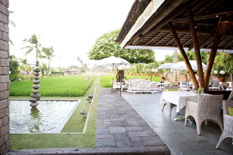 Bali Diary 4 | Easy travelling look at Sardine Bar & Restaurant