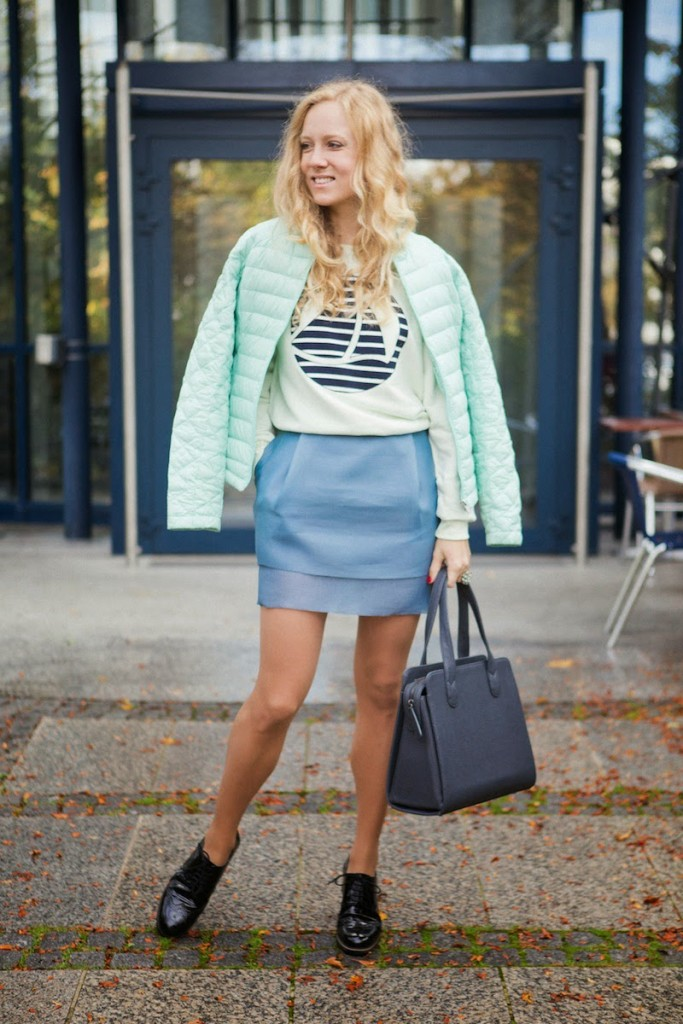 Bomboogie down jacket, Petit Bateau Pullover, COS skirt, Navyboot schnürschuhe