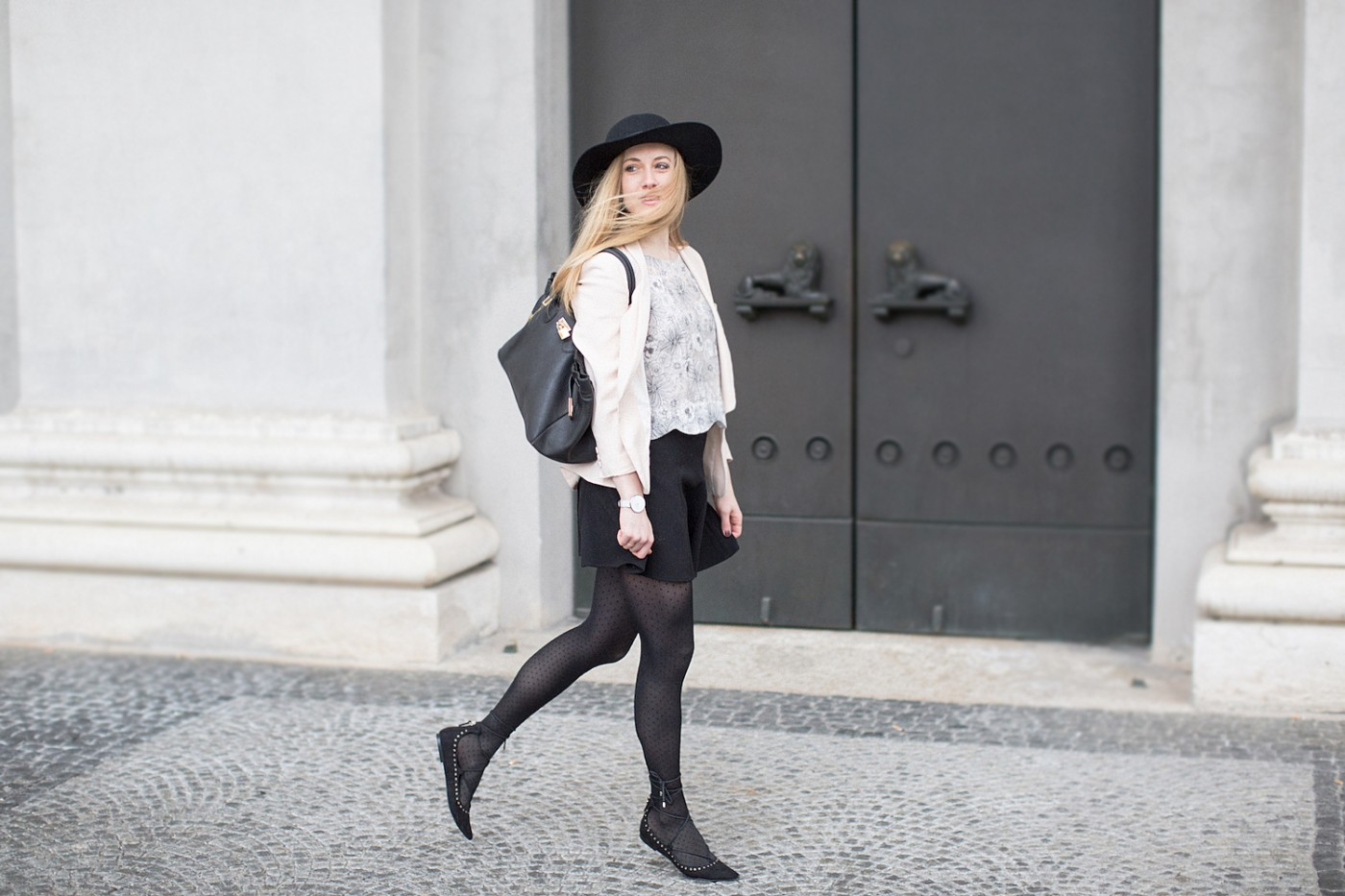 Those dotted tights and lace up pumps Alexandra Kasper Photography, blogger outfit with hat,