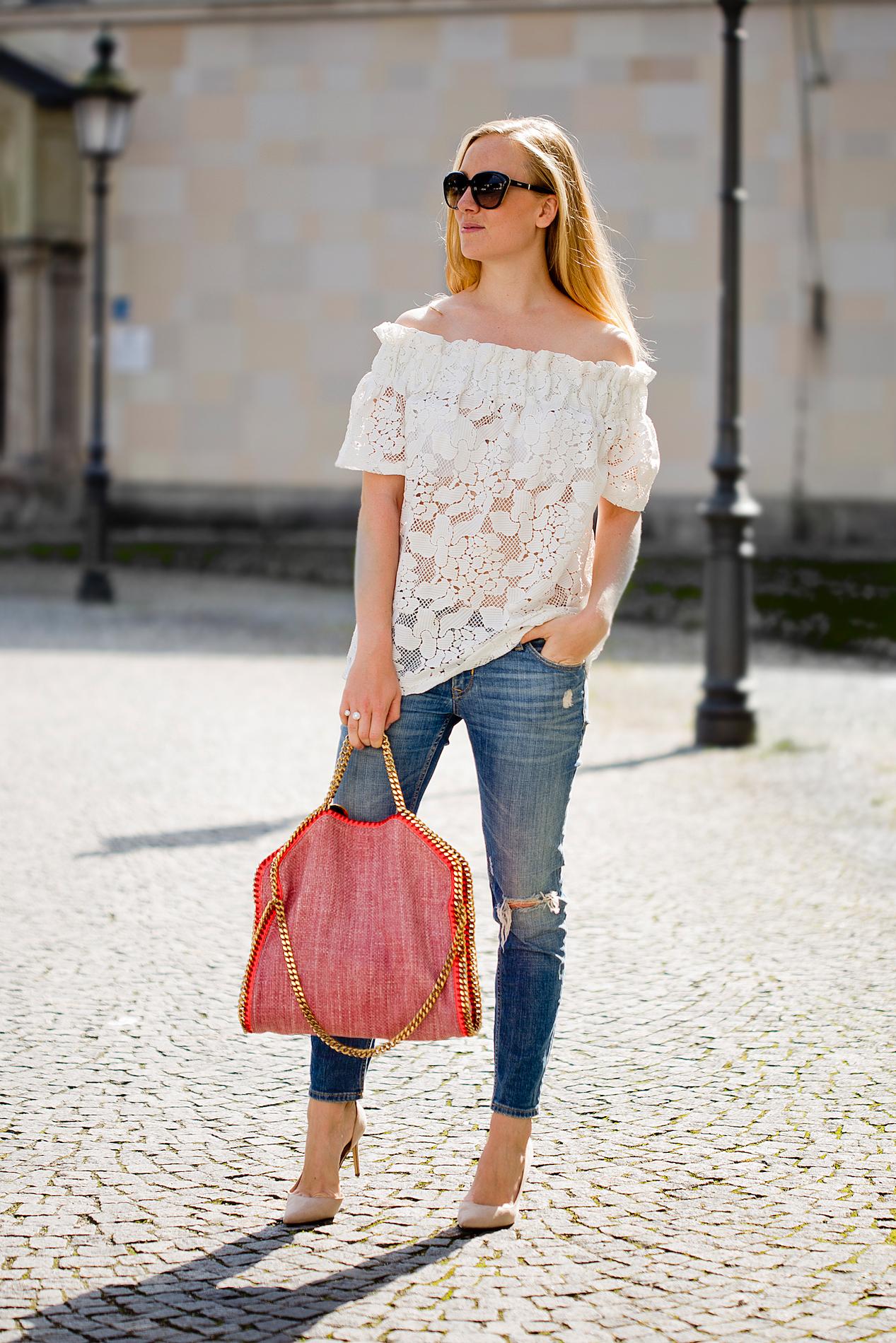 stella mccartney falabella tasche _ off shoulder top _ mom jeans _ nude pumps