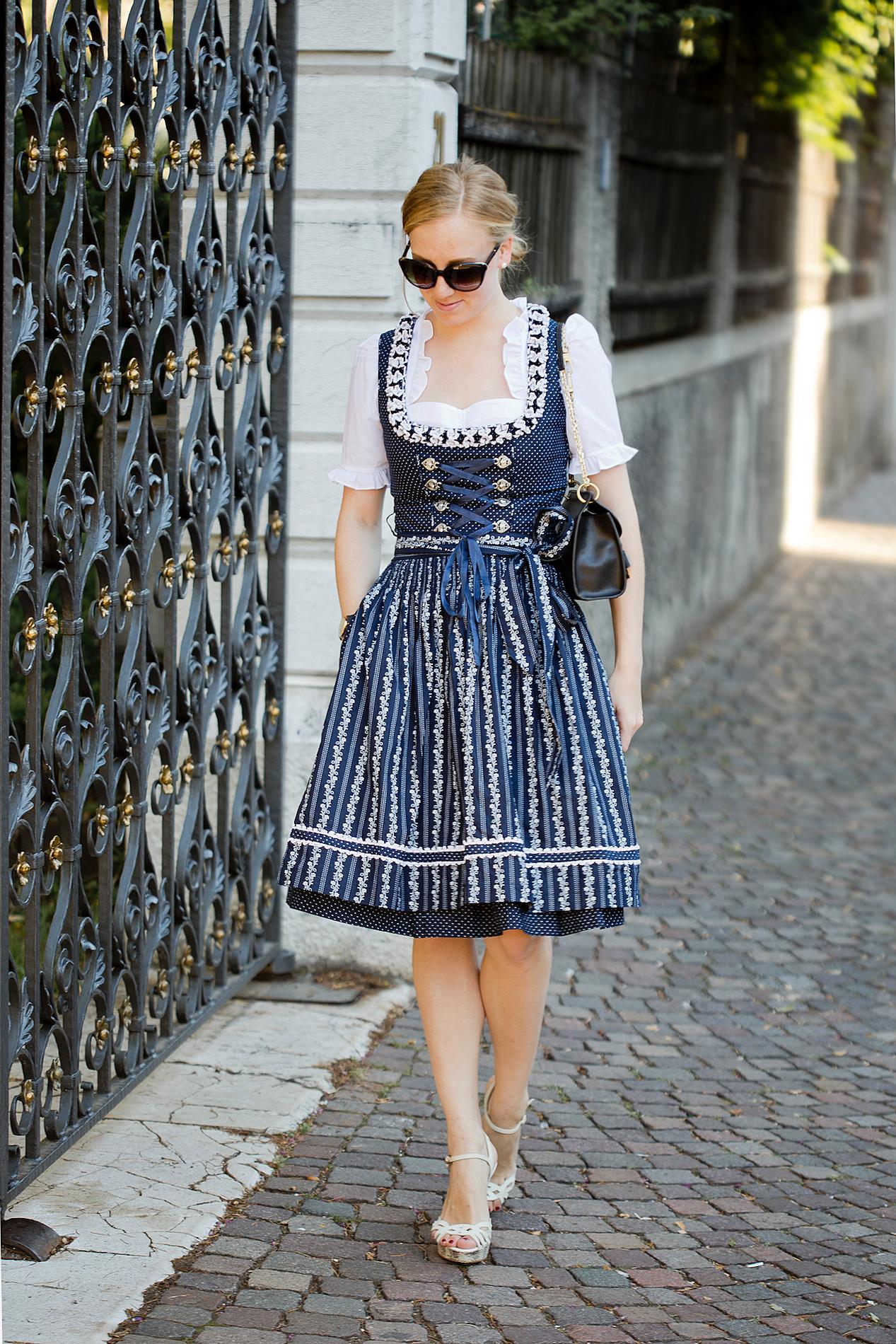 dirndl zalando _ Almsach Lola Dirndl _ dirndl styling2 - The Golden Bun