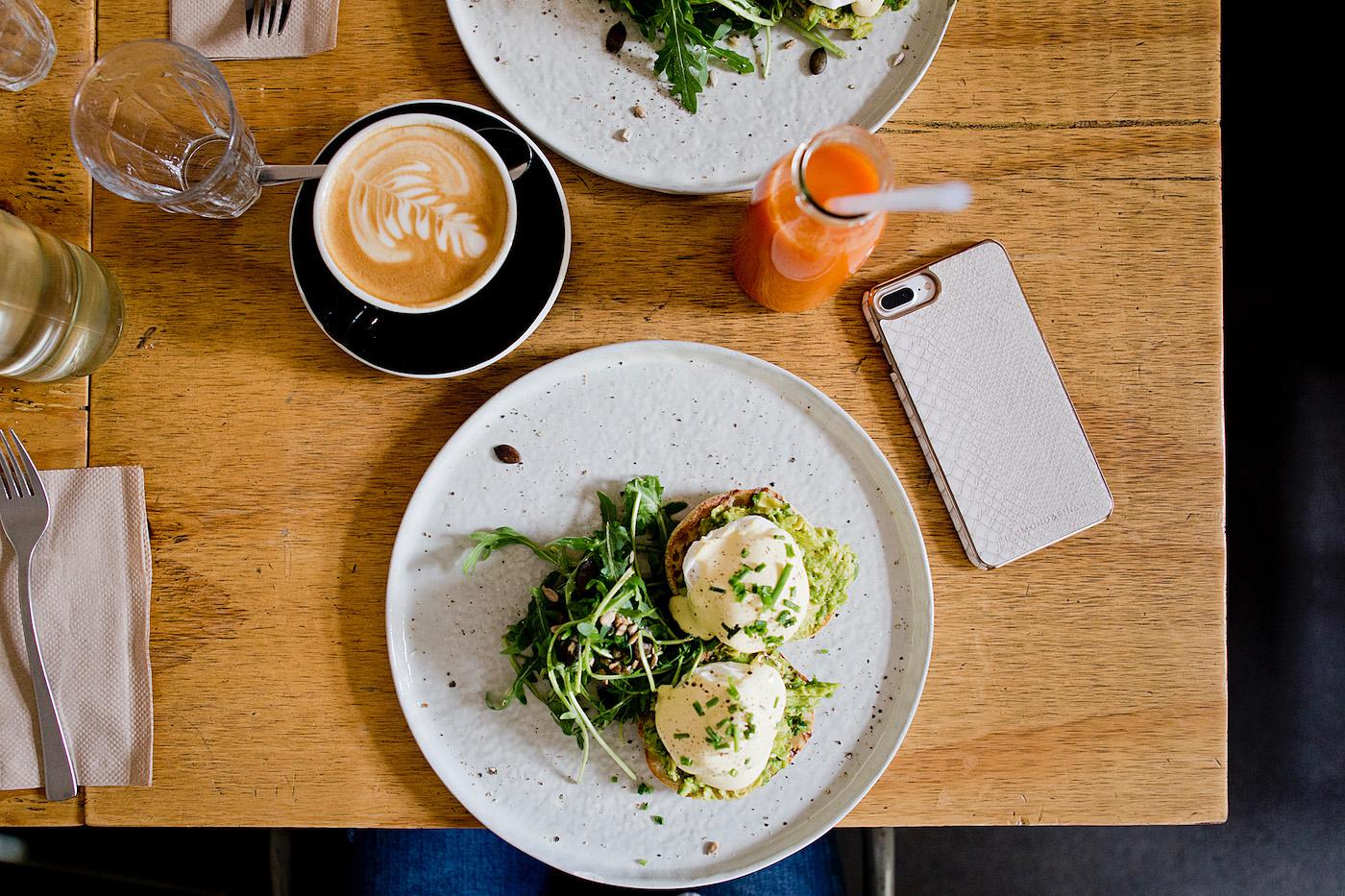 Wwwthegoldenbuncom Richmond Finch Cases Kaffeebar Berlin