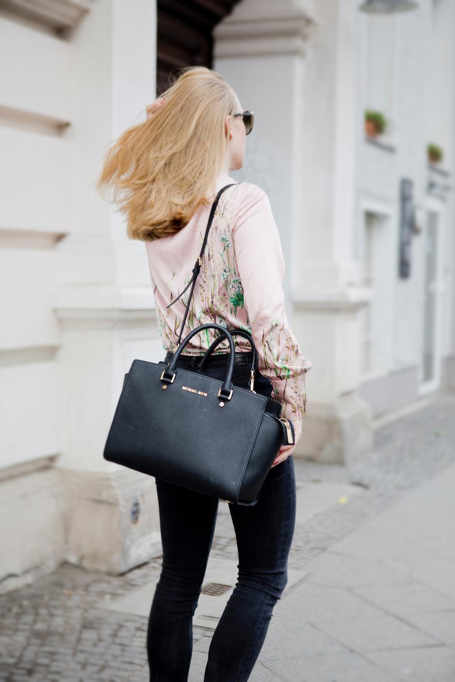 3b50262106142f www.thegoldenbun - japanese print silk blouse michael kors bag 3 ...