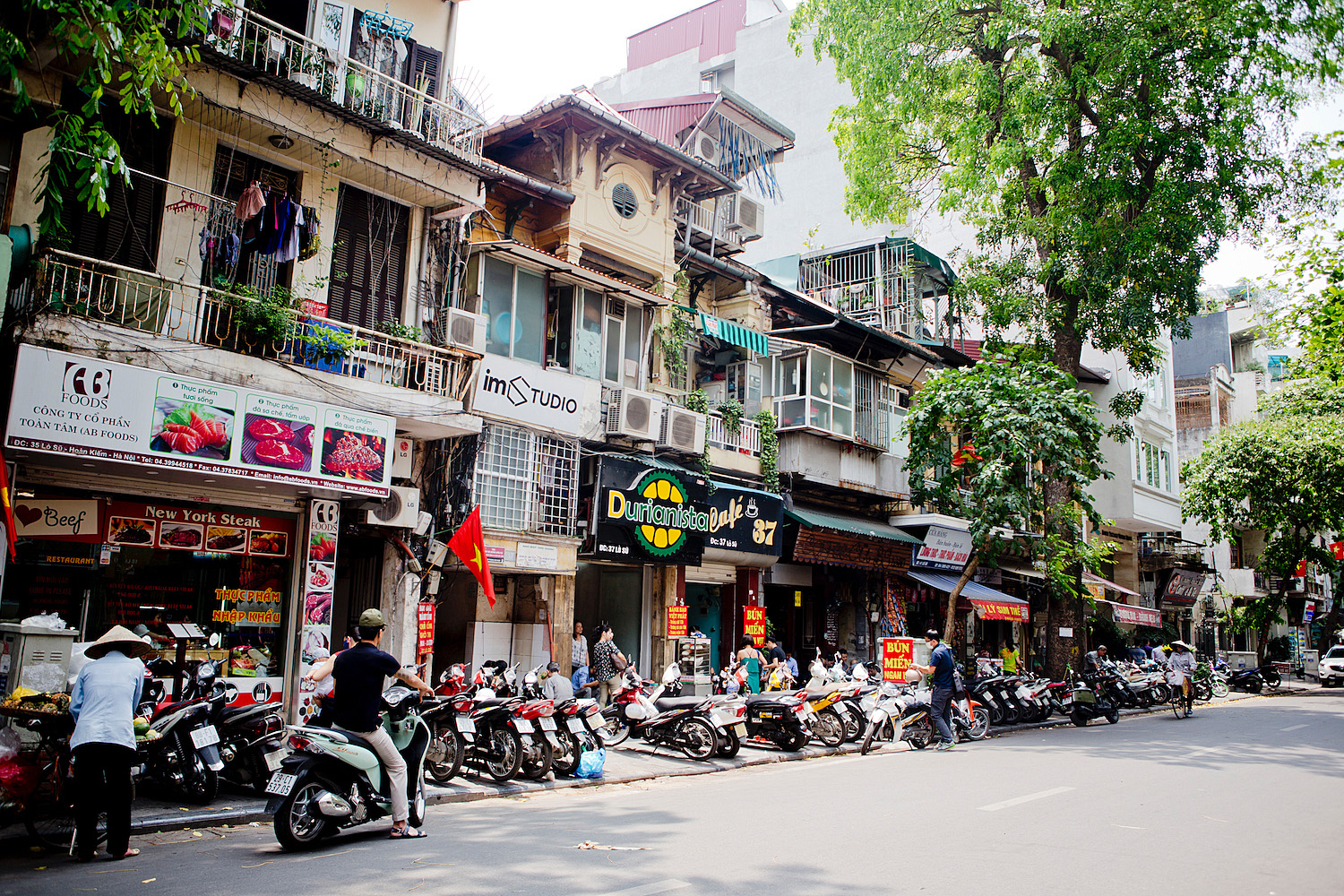 <em>Vietnam Roundtrip Part 6</em> <br>Back in Hanoi &#038; the nightlife at Bia Hoi Street