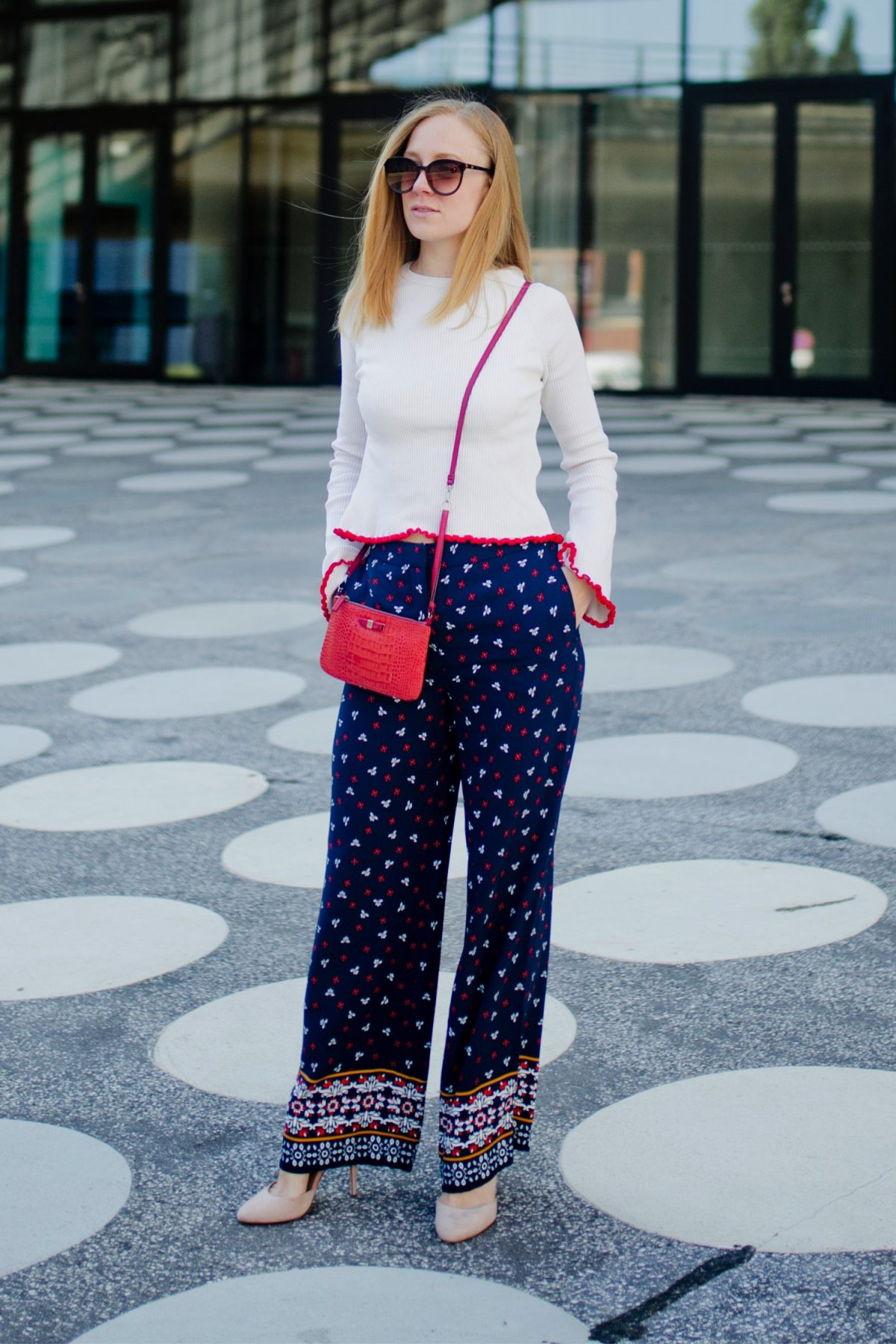 H&M Palazzo Pants, rote Tasche, summer look wide legged pants