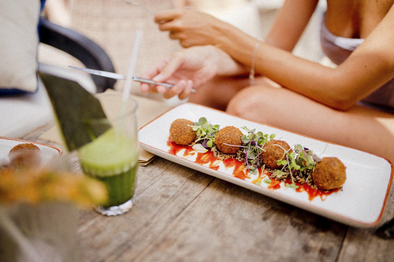 girltrip ibiza _ restaurants on ibiza beachclub