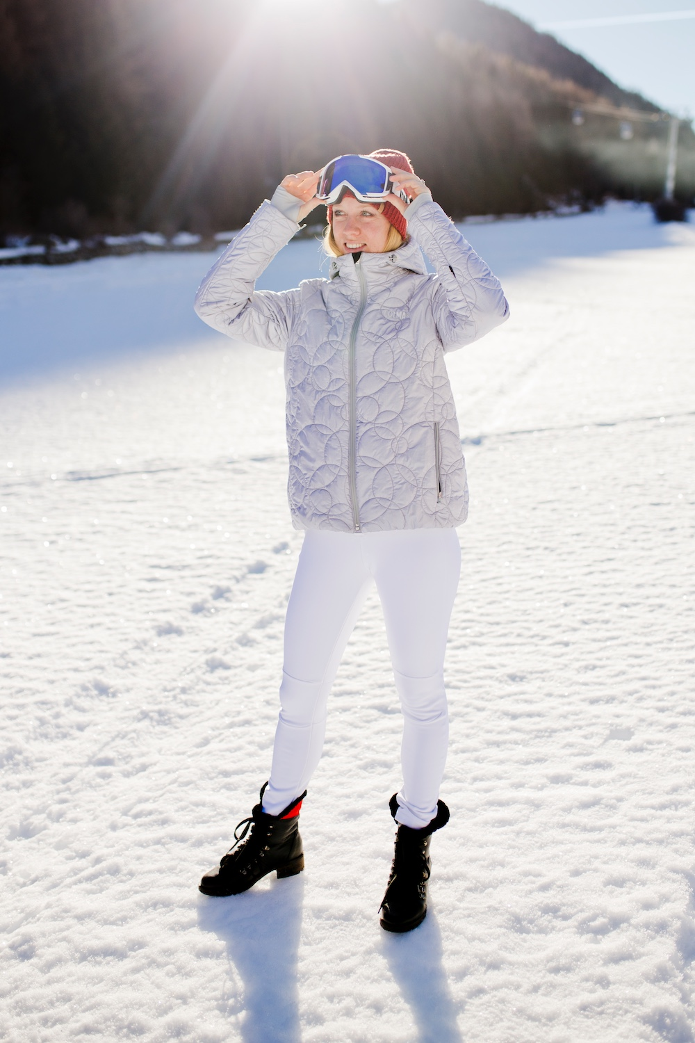 www.thegoldenbun.com | Colmar Ski Outfit - racing outfit - ski jacket silber white overall