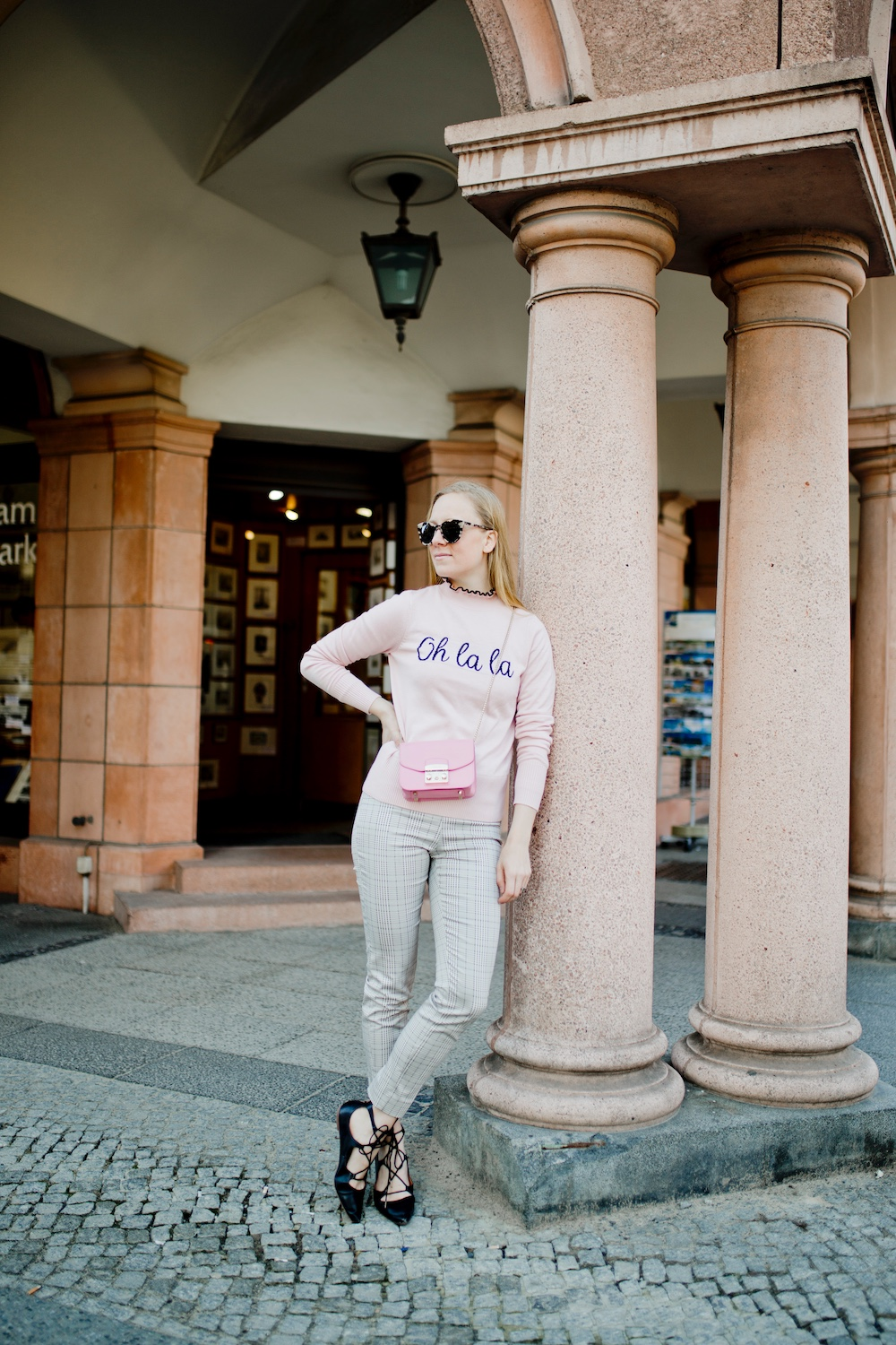 www.thegoldenbun.com | oh la la sweater how to style pink