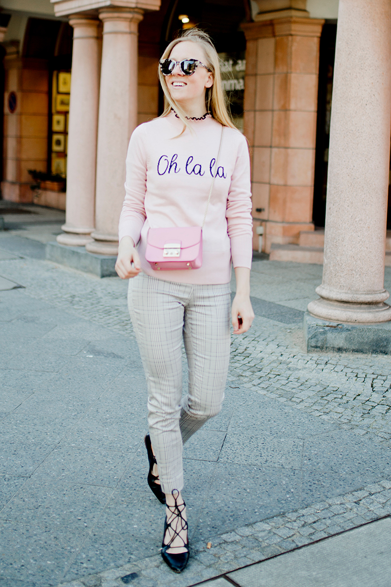 www.thegoldenbun.com |oh la la sweater how to style pink
