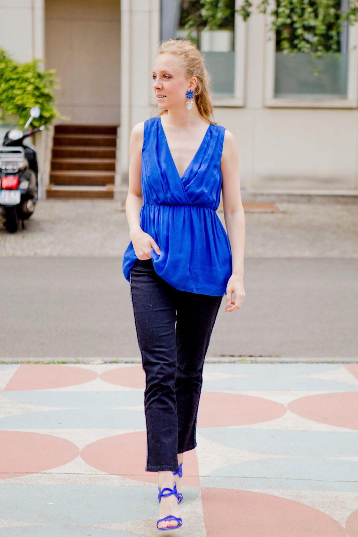 www.thegoldenbun.com | blaues seidentop hallhuber more more jeans